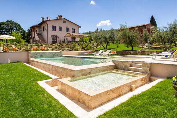 Vue piscina y casa Tuscany good